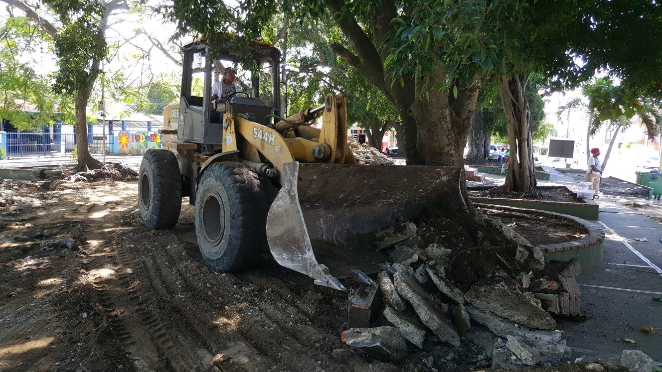 Se inician de manera formal los trabajos de reconstrucción del parque municipal.