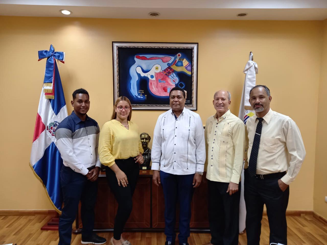 Alcalde visita al Secretario General de la Liga Municipal Dominicana, Lic. Víctor D Aza